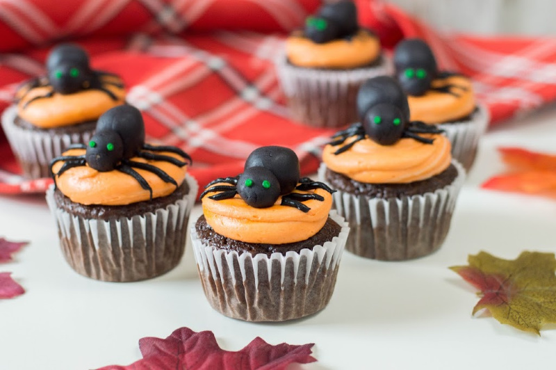 Scary But Delicious Spider Cupcakes