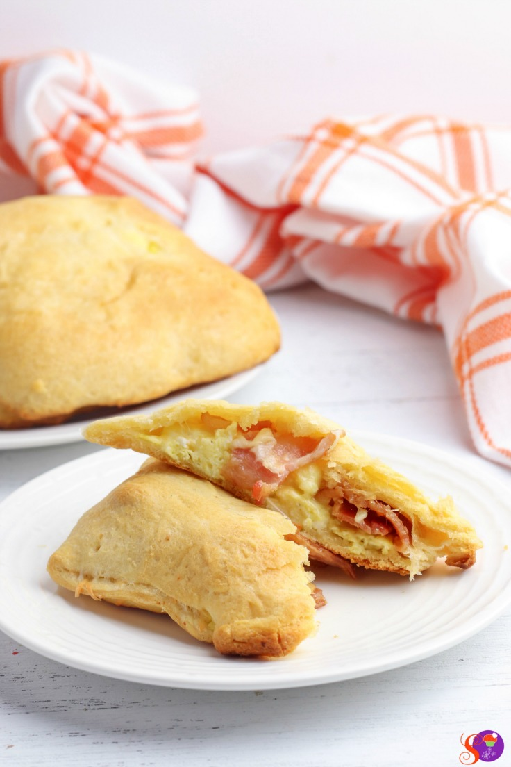 Bacon, Egg, and Cheese Breakfast Pockets are stuffed full of fluffy scrambled eggs, crispy bacon, and melted cheese wrapped up and baked in light and flaky canned crescent roll dough. An easy and filling breakfast that you can take on-the-go!