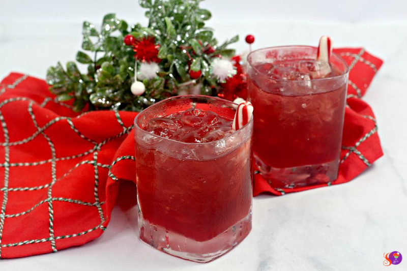 Naughty Elf Cocktail - Delicious Christmas Beverage