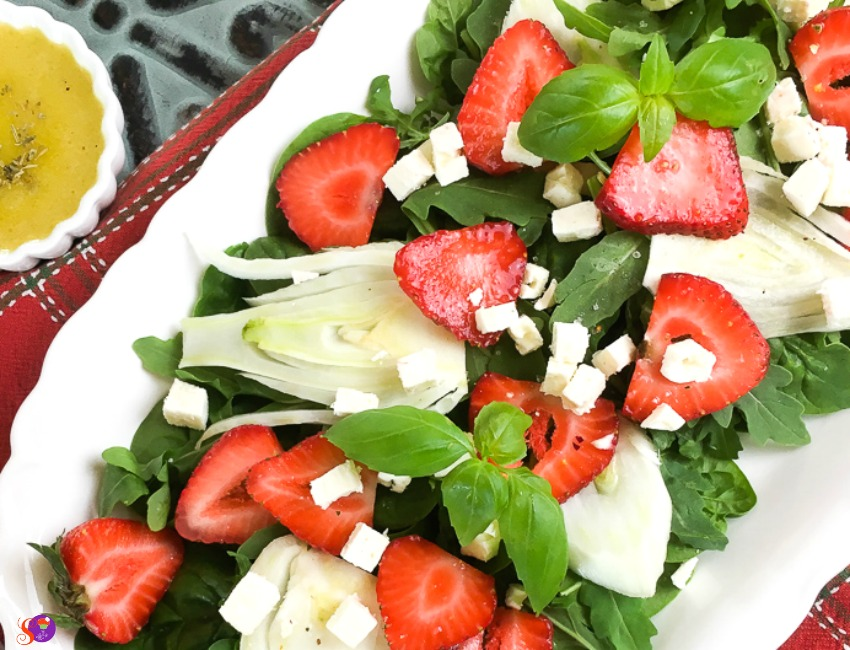 Spinach, Strawberry and Fennel Salad with Balsamic Vinaigrette dressing on side