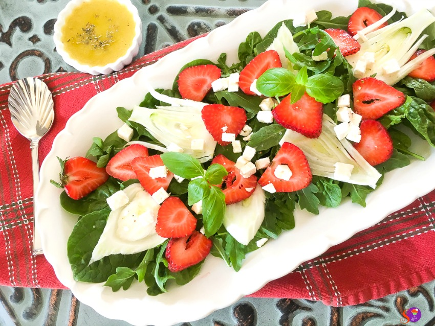 easy Spinach, Strawberry and Fennel Salad with Balsamic Vinaigrette
